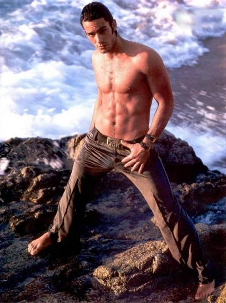 Aaron Diaz Nude