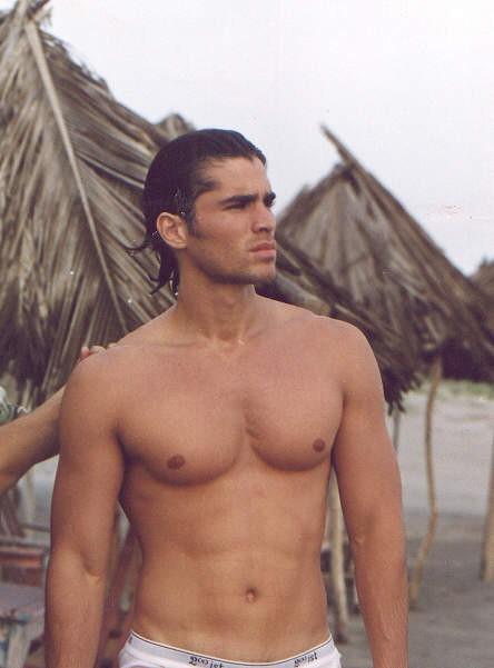 Carlos speitzer sin camisa