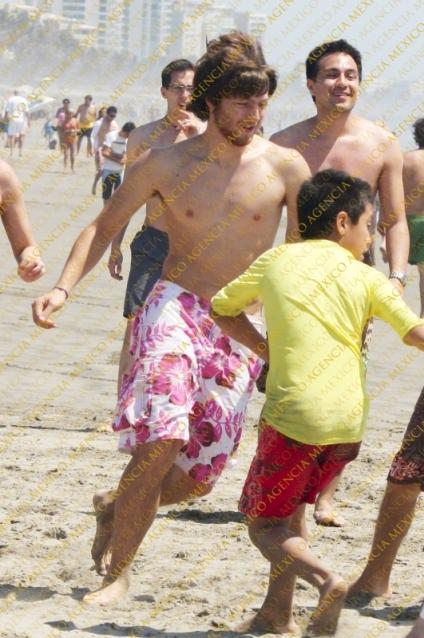 Home » Eddy Vilard » Eddy Vilard Sin Camisa En La Playa
